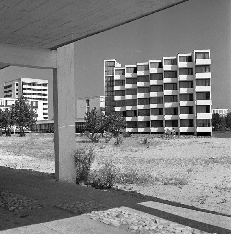 Sunny_beach_Balaton_1966-BTA-s