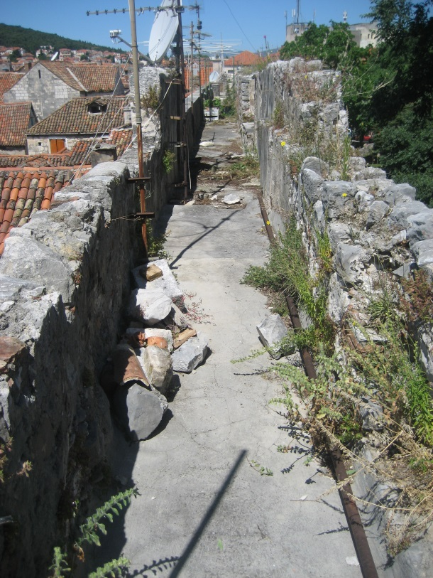 Srednjovjekovni ophod - stanje prije obnove - foto arh. Vojnović 1