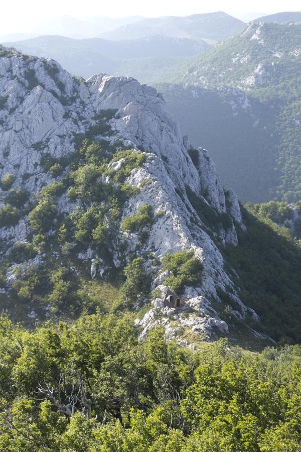 Prekrasna planinska kućica na Velebitu koja će oduševiti sve pustolove željne...