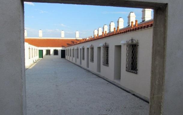 Vrana, 09.07.2014. obnovoljen han Jusufa Maskovica -2,5 milijuna eura----- Unutar hana je izgrađen hotel s 14 soba i 2 apartmana