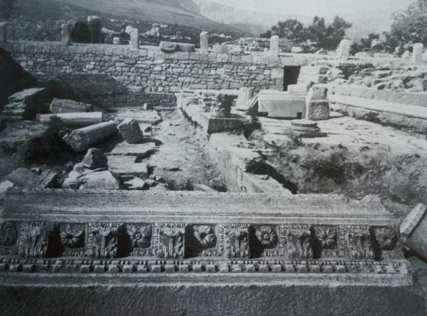 Salona_Mali hram kod teatra 1992
