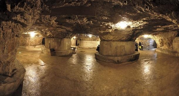 Pula, 040511. Otvorenje starih austrougarski tunela za gradjanstvo. Tuneli koji su kopani jos za vrijeme Austrougarske nalaze se ispod proplanka Kastel a dugi su 400 metara. Od ovog ljeta koristiti ce se i u turisticke svrhe. Na slici je centralni dio gdje se spaja cetiri tunela. Foto: Goran Sebelic / CROPIX