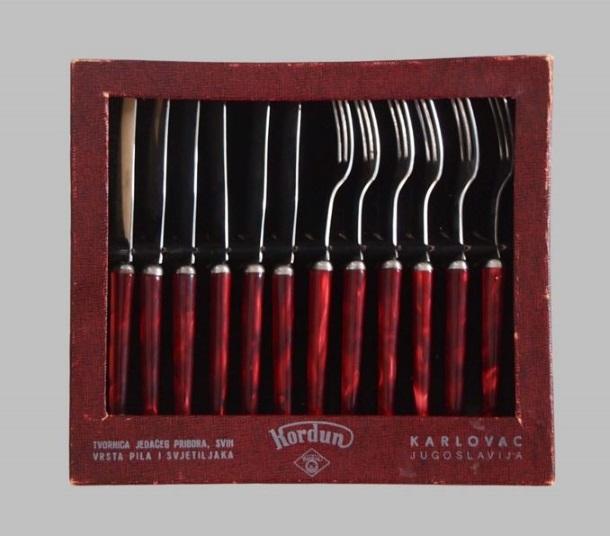 Kutija s poklopcem sa šest noževa i šest vilica – Kordun, druga polovica 20. stoljeća