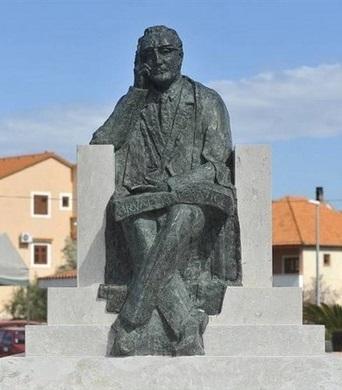 spomenik-franji-tudjmanu-02 pakoštane