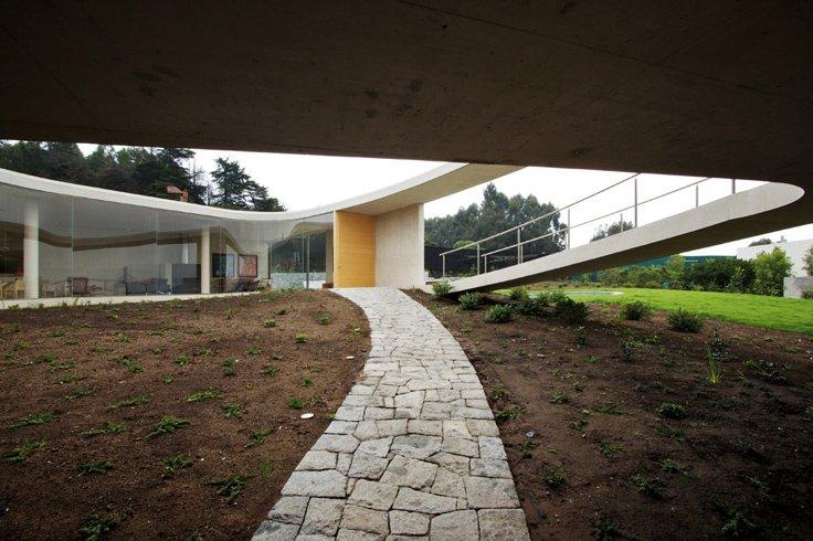 Najpoznatije svetske arhitekte White_o_toyo_ito_02